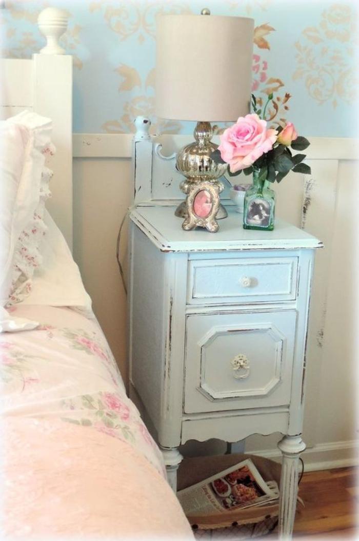antike moebel, nachttisch in hellblau, schlafzimmer einrichtung