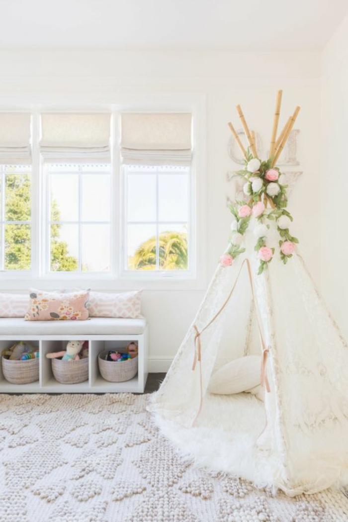 babyzimmer grau rosa dezentes interieur design im kinderzimmer vom mädchen weiße zelt aus spitze dekoblumen