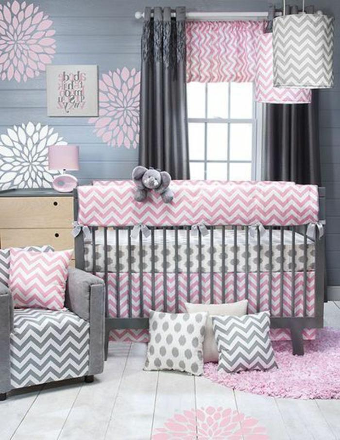 babyzimmer mädchen grau rosa weiß farben im zimmer babybett kissen design blumen wanddeko elefant