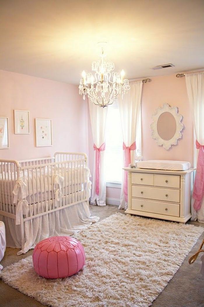 babyzimmer mädchen design ideen gestaltungsideen weiße möbel einrichtung rosa deko hocker