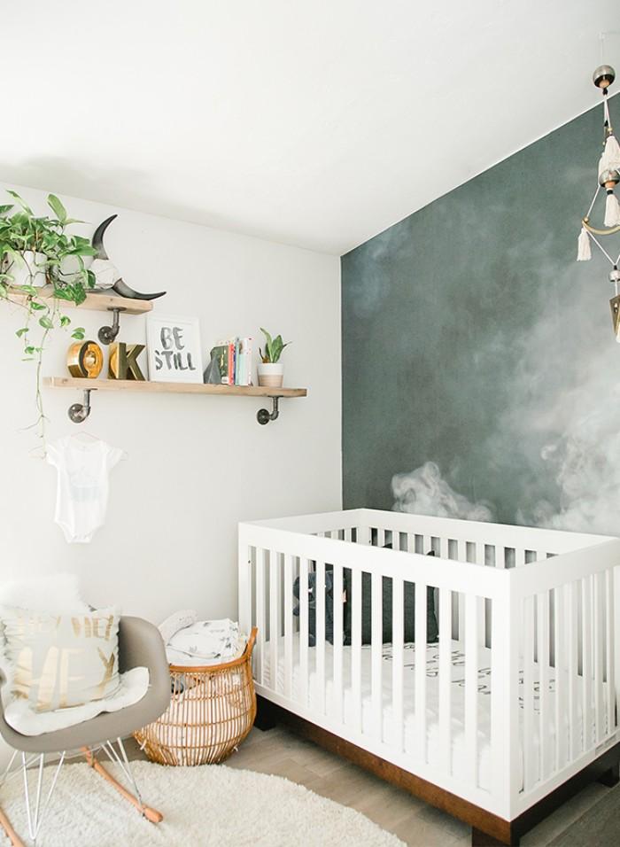 babyzimmer set ideen, babybett weiß, wanddeko, wandregale smart, so dass das baby keinen zugriff hat