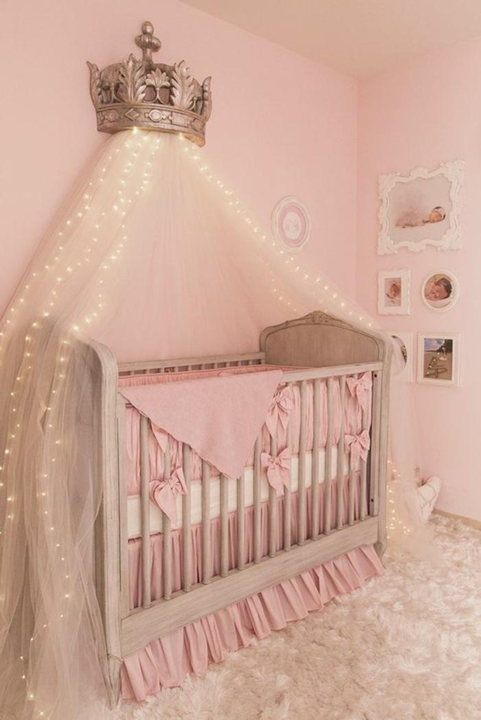 kinderzimmer dekoration märchenhaft krone für kleine prinzessin tolle beleuchtungsideen bilder fotos an der wand