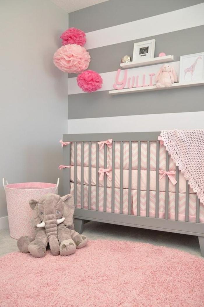 kinderzimmer dekoration in rosa und zyklame papierbälle deko elefant kuscheltier rosa teppich ideen gestaltung