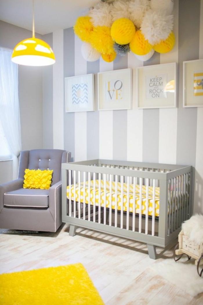 kinderzimmer dekoration fpr mödchen gelbe dekostücke papierbälle lampe kissen teppich bett idee