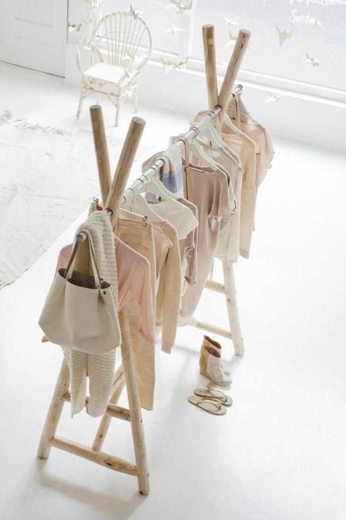 kinderzimmer dekoration klamotten für kleine kinder baby bluse kleid tasche dekostück im babyzimmer garderobe
