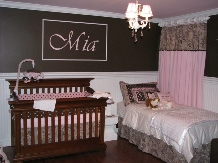 kinderzimmer gestalten in braun und rosa mädchen wohnt in diesem zimmer mia hölzernes bett rosa dekoration