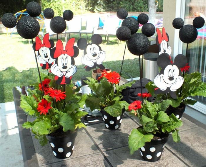 blumentöpfe dekorieren ideen schwarze töpfe mit blau gepunktet minnie mouse rote schleife deko für topf