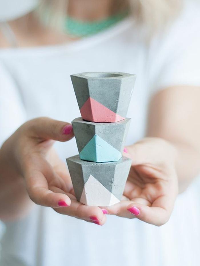 basteln mit beton - geometrische teelichthalter dekoriert mit farbe