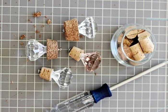 flaschendeckel selber machen aus korken, diamanten, glas, schraubenzieher