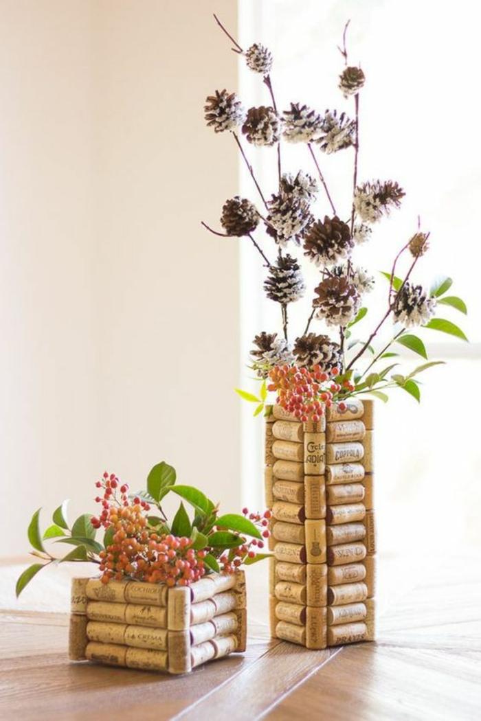diy vasen aus korken selber machen, zweige, tannenzapfen