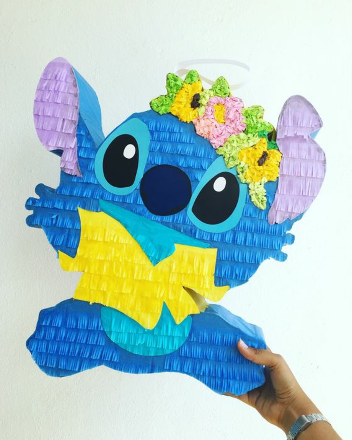 pinata selber machen, stitch, blumen aus servietten, blaues papier