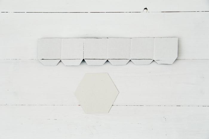 untersetzer selber machen, beton gießform aus karton, sechseck selber machen