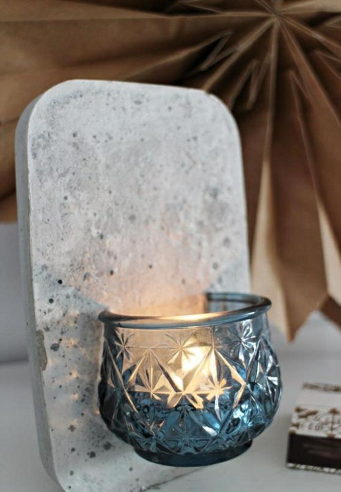 baton deko - diy lampe aus zement und blauer teelichthalter