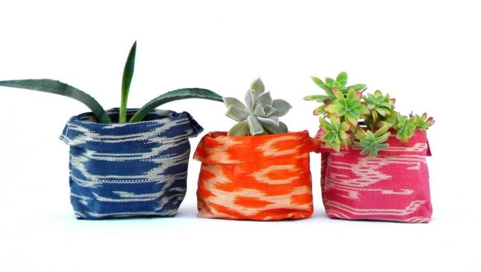 blumentöpfe selber machen verkleidung aus stoff für blumentopf design gestaltungsideen blau orange rosa