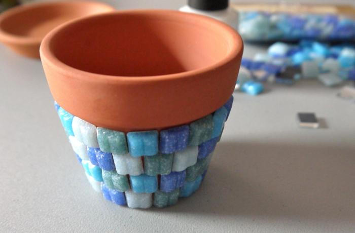 blumentopf übertöpfe selber machen topf mit blauem design wie einen schwimpool schwimmen pflanze in topf