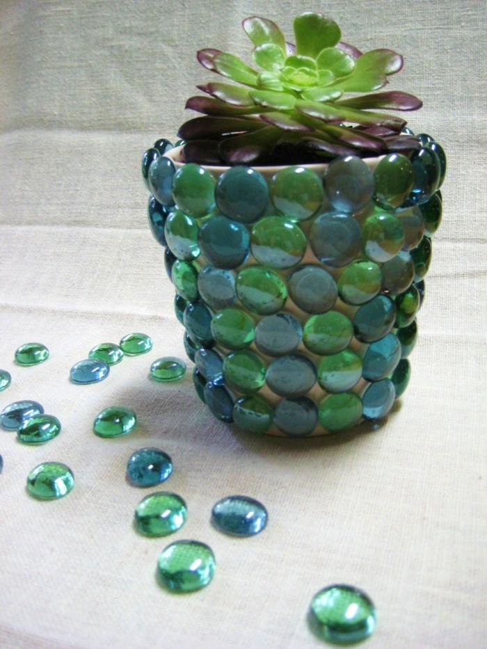 blumenkübel bepflanzen ideen bilder schöne perlen und meeresfarben als dekoration für den topf verwenden