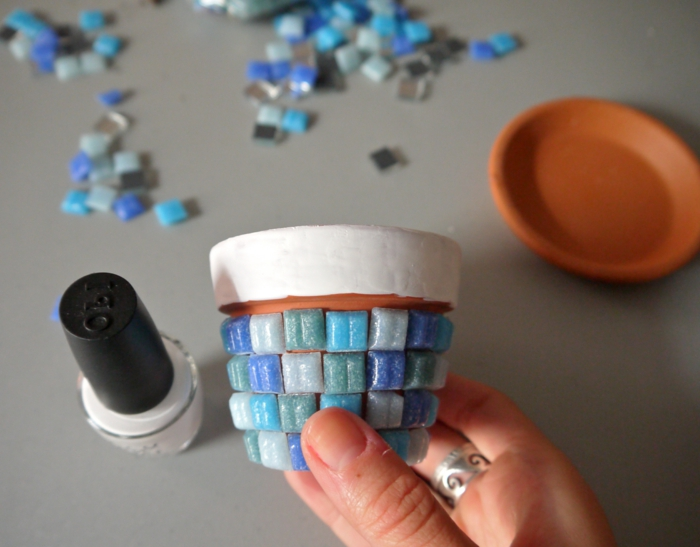 blumentöpfe bemalen nagellack von opi verwenden um die töpfe zu verschönern schwimpool design topf