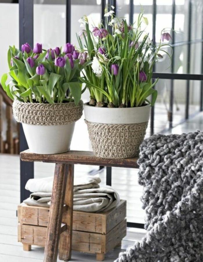 blumentöpfe bemalen dezentes design für blumentopf weiß und beige gestrickte deko skandinavischer stil
