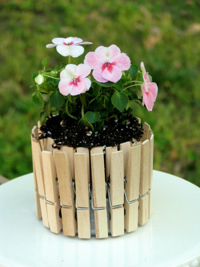 blumentopf selber machen gestaltungsideen mit wäscheklammern dezente rosa blume tolle idee schön