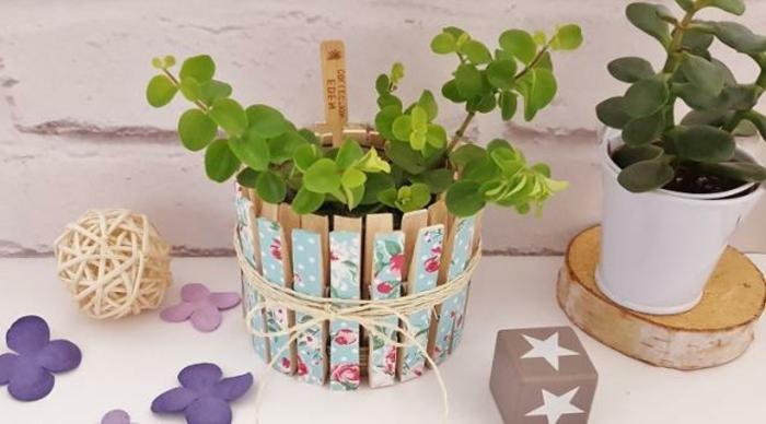 terracotta töpfe bemalen tolles design mit wäscheklammer ideen lila blumen als dekoration kugel aus seilen