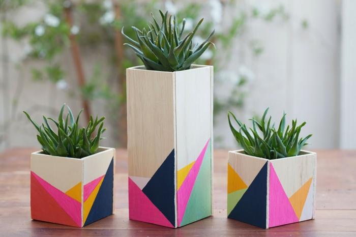 blumentöpfe balkon quadratische töpfe gestaltungsideen bunte ideen rosa blau gelb orange ideen grün