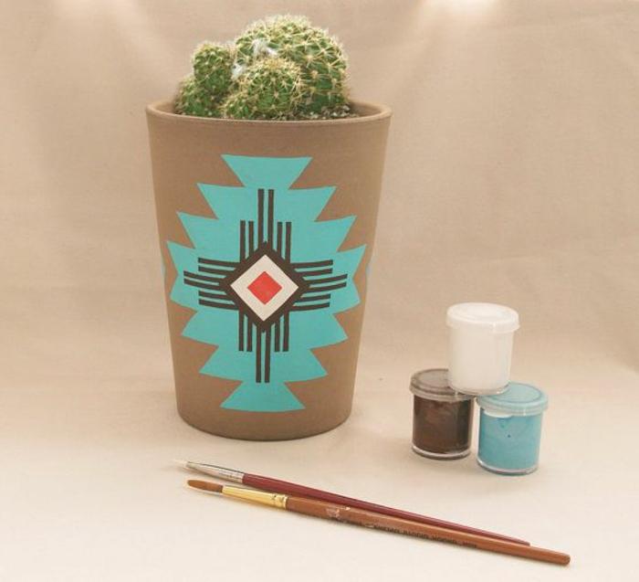 blumentopf keramik schöner dezenter blumentopf design mit deko malerei in blau rot schwarz und weiß