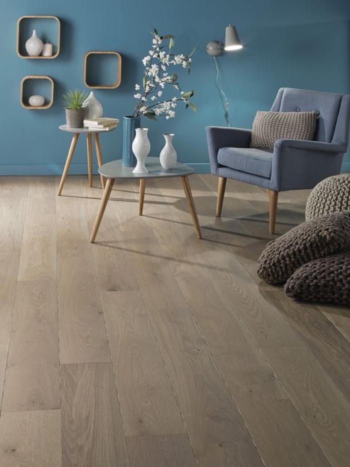 Wohnzimmer Einrichtung Holzboden Parkett Blaue Waende Interieur Gemuetlich
