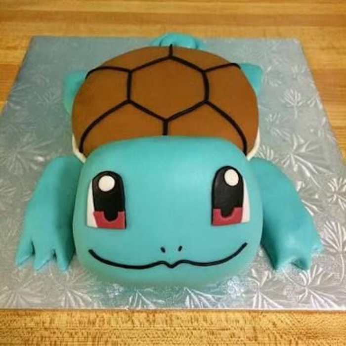 idee für eine pokemon torte - hier ist ein blaues pokemon wesen mit großen roten augen