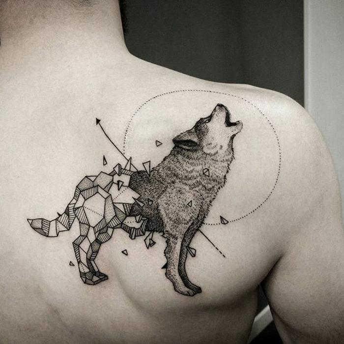 ausgefallene ideen für wolf tattoos - ein grauer heulender wolf und mond - tattoo für frauen