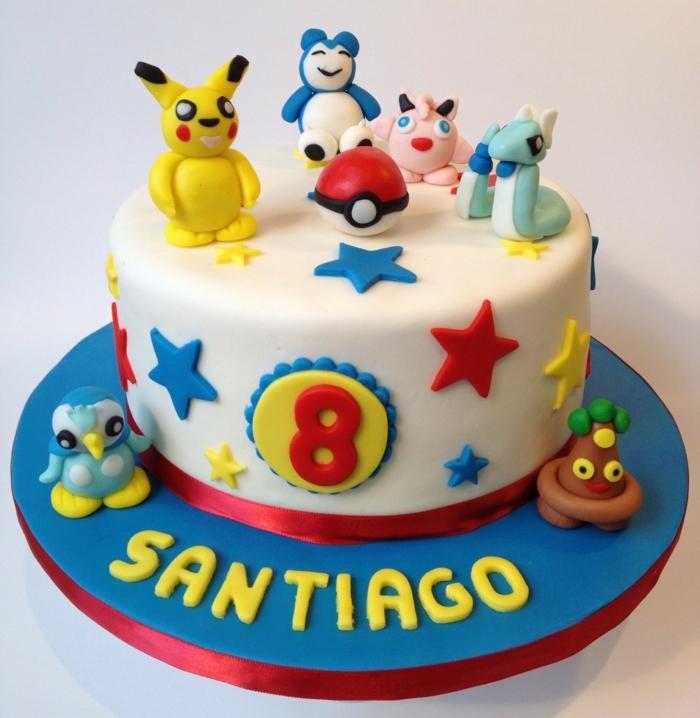 pikachu und andere kleine pokemon wesen, blaue, rote und gelbe sterne und ein roter pokeball
