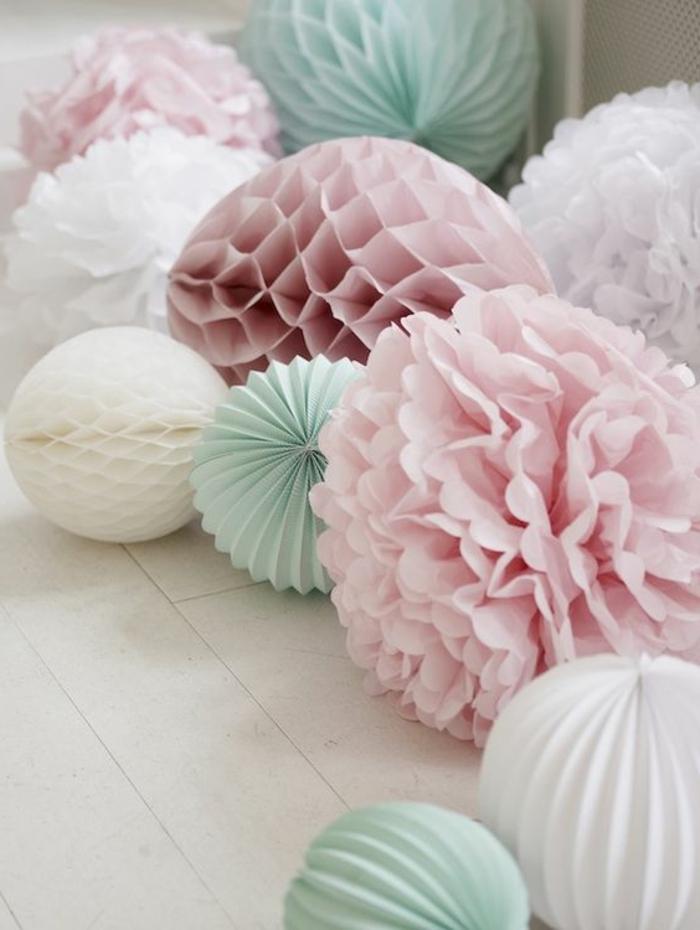 kinderzimmer gestaltung bunte bälle rosa türkis weiß farben dekorationen im babyzimmer frohe babys