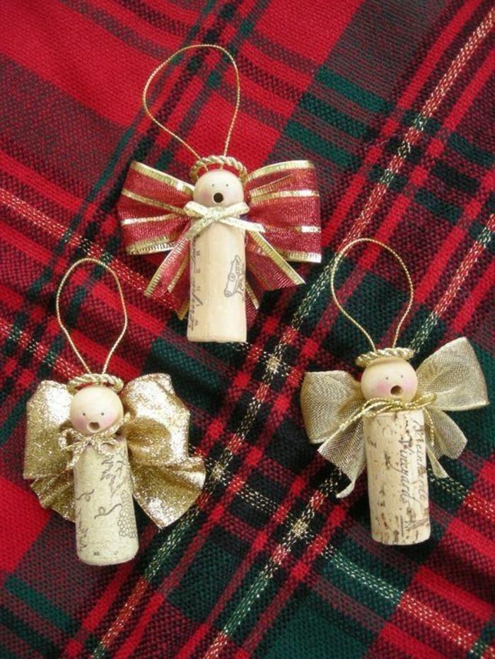 engel basteln aus korken, schleife und holzperlen, weihnachtsschmuck
