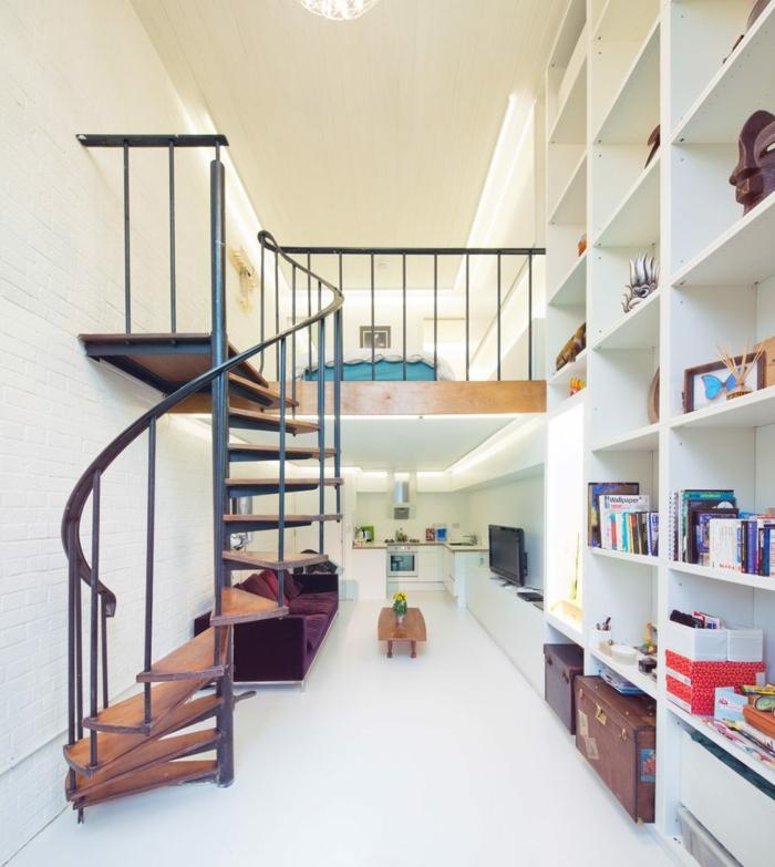 eine kompakte Treppe in kleiner Wohnung Backstein Optik - Treppenhaus dekorieren
