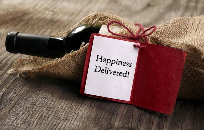 weintasche mit stoff verpacken, flaschenanhaenger, glueck geliefert, geschenkidee