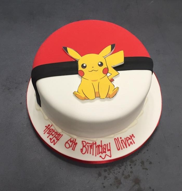 pokemon torte - noch eine tolle idee, ein roter pokeball und ein gelbes pokemon wesen pikachu mit roten backen