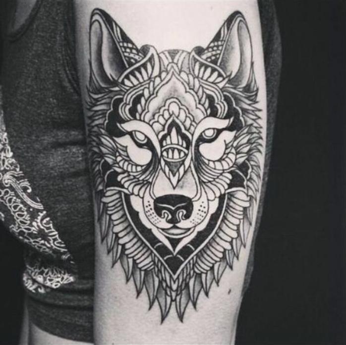 noch eine wirklich tolle idee für einen wolf tatto für die die frauen - schwarzer tribal wolf