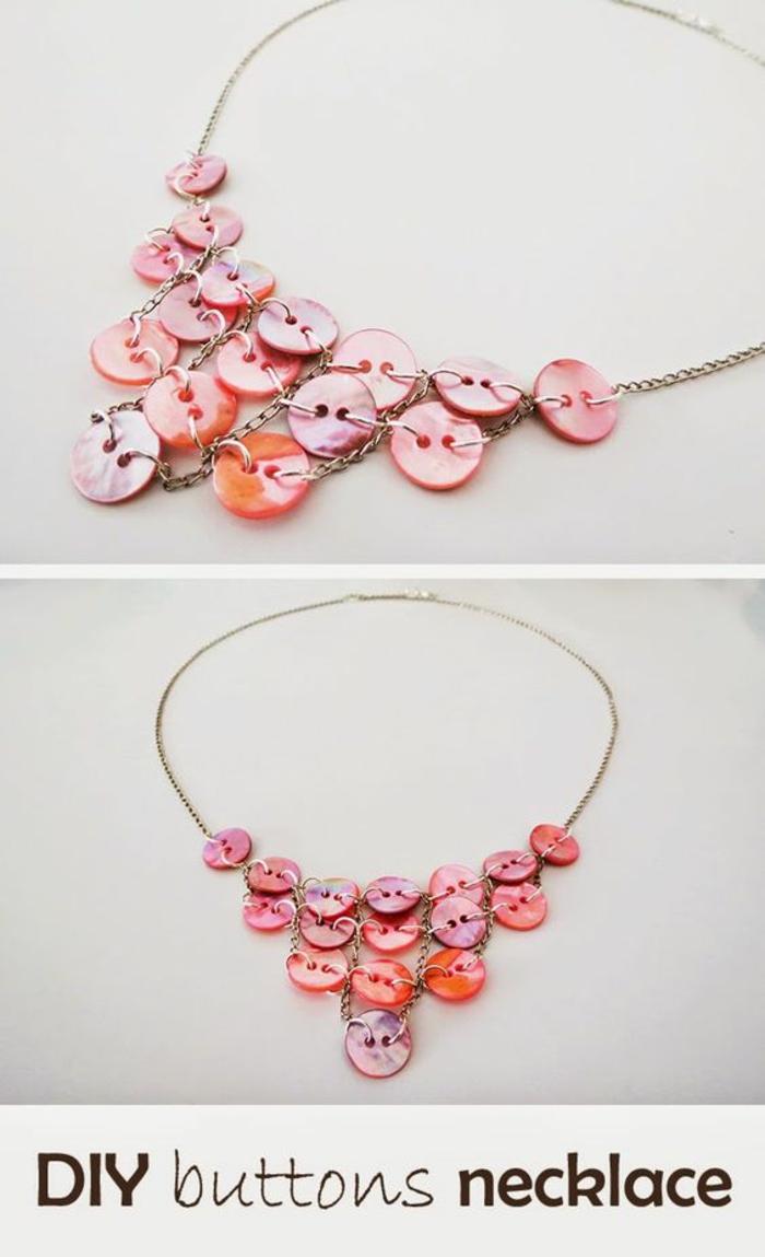 Ketten selber machen: Halskette aus pink-orangen Plastikknöpfen