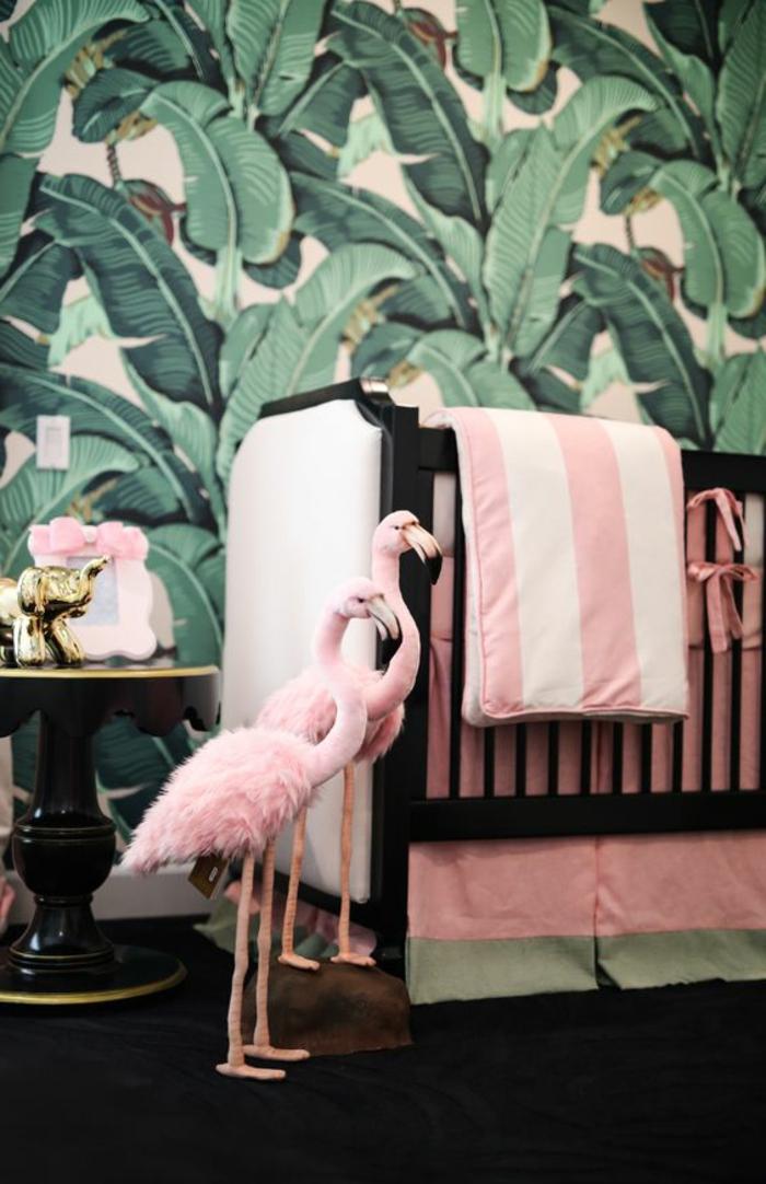 kinderzimmer idee zwei rosa flamingos kuscheltiere dekorationen neben dem bett grüne wand deko