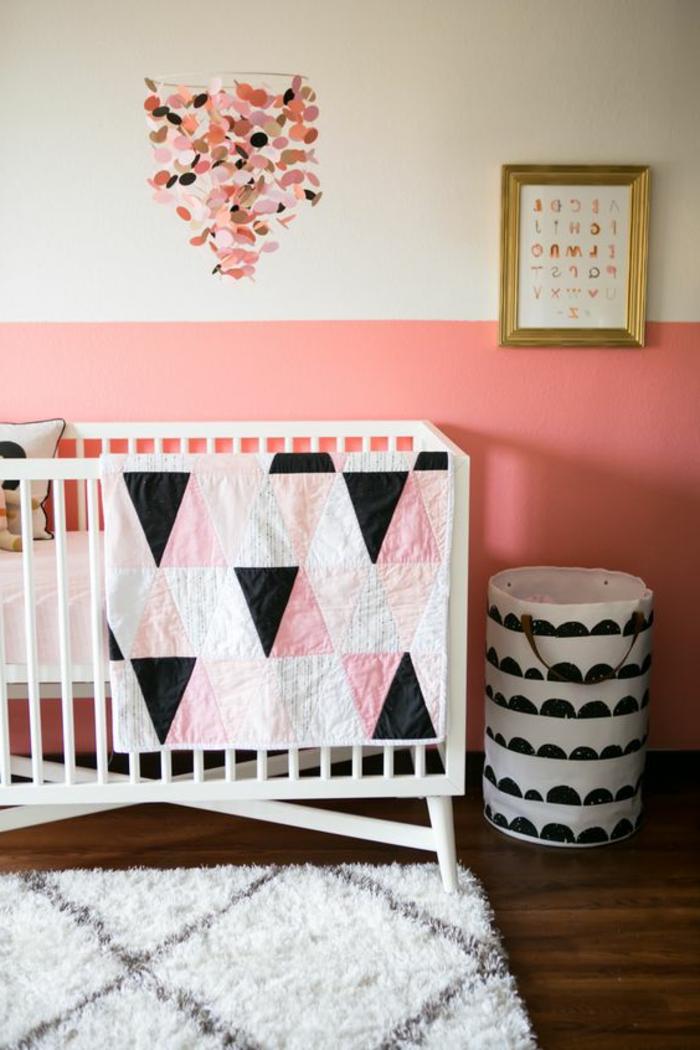 kinderzimmer idee weißes bett design in schwarz rosa bett für kleines baby mädchen deko bild goldene rahmen