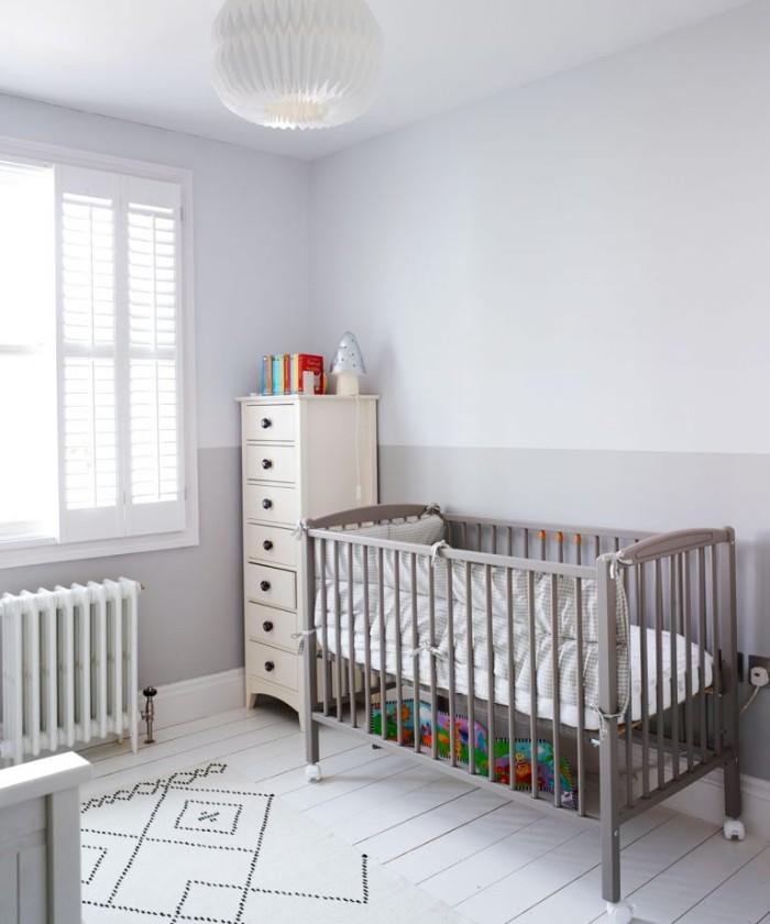 kinderzimmer baby in grau, neutrale farbe eignet sich für die beiden geschlechter, dezentes design