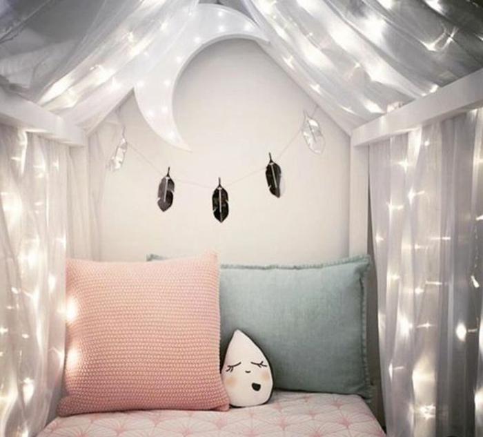 babyzimmer gestalten ideen babybett feder deko mond gemütliches ambiente in dem zimmer des mädchens