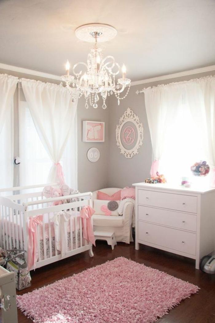 kinderzimmer einrichten ideen für baby mädchen rosa teppich im zentrum des zimmers design ideen deko idee