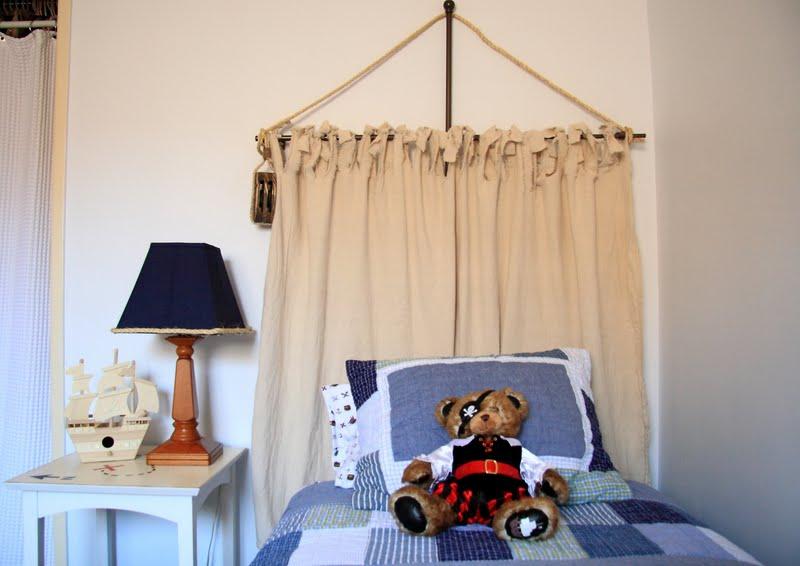 Teddy Bär Segel kleiner Schiff auf dem Nachttisch, Lampe und Segel - Piraten Kinderzimmer