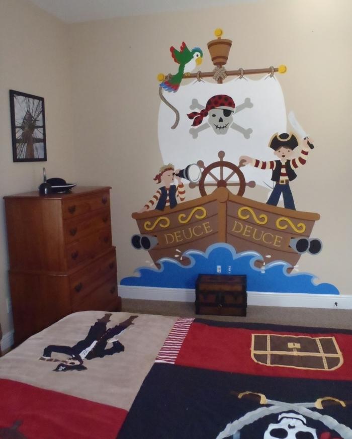 Piraten Wandtattoo mit einem Schiff im Wasser und zwei jungen Piraten die das Zimmer bewohnen