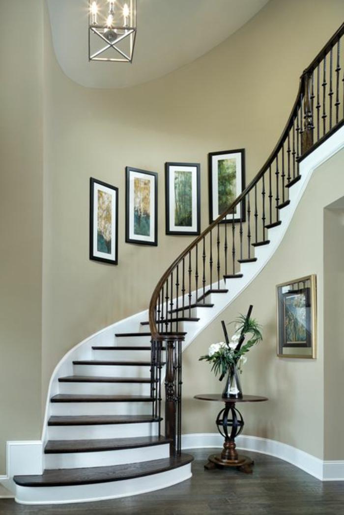 Treppenaufgang mit Wandbildern gestalten