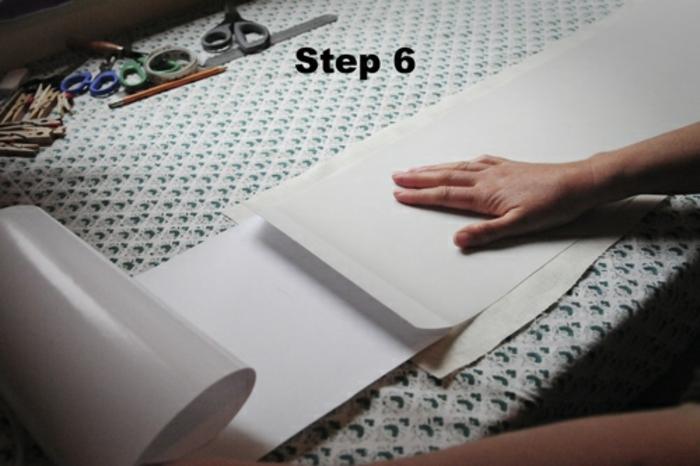 Lampen selber machen: selbstgemachter Lampenschirm aus Aufklebfolie und Nähstoff, Wäscheklammer