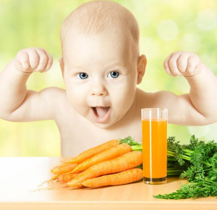 rezept vegetarisch und vegan saft aus möhren in orangen farbe möhren gemüse essen oder fresch zubereiten