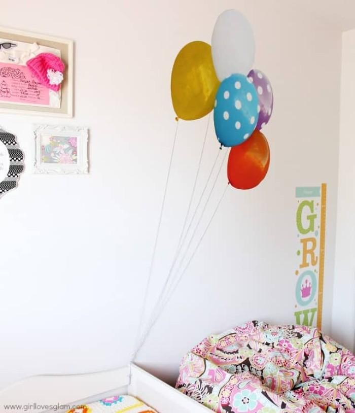 wandtattoo kinderzimmer mädchen, balloons und eine tabelle mit dem wachstum des babys