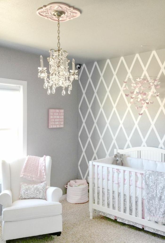 kinderzimmer einrichten einrichtungsideen in grau und weiß rosa farbe im mädchen kinderzimmer lampe deko