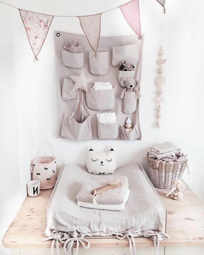 babyzimmer deko ideen ecke zum windeln im babyzimmer mädchen ideen und kissen sterne beige farbe